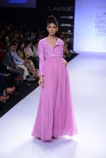 Model walk for Abdul Halder Show at LFW 2014 Day 2 in Grand Hyatt, Mumbai on 13th March 2014 (35)_53219e1fa6081.JPG