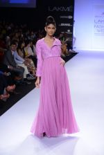 Model walk for Abdul Halder Show at LFW 2014 Day 2 in Grand Hyatt, Mumbai on 13th March 2014 (36)_53219e2024123.JPG