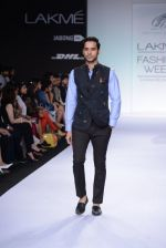 Model walk for Digvijay Singh Show at LFW 2014 Day 1 in Grand Hyatt, Mumbai on 12th March 2014 (99)_53217d9e3635a.JPG