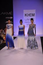 Model walk for KHEM Show at LFW 2014 Day 2 in Grand Hyatt, Mumbai on 13th March 2014 (113)_53219f4911a16.JPG