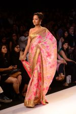 Model walk for Mandira Bedi Show at LFW 2014 Day 2 in Grand Hyatt, Mumbai on 13th March 2014 (3)_53219f8464d1a.JPG