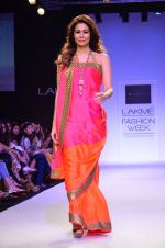 Model walk for Mandira Bedi Show at LFW 2014 Day 2 in Grand Hyatt, Mumbai on 13th March 2014 (36)_53219f907a121.JPG