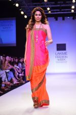 Model walk for Mandira Bedi Show at LFW 2014 Day 2 in Grand Hyatt, Mumbai on 13th March 2014 (37)_53219f90d58f2.JPG