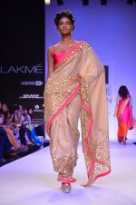 Model walk for Mandira Bedi Show at LFW 2014 Day 2 in Grand Hyatt, Mumbai on 13th March 2014 (42)_53219f92aa9bb.JPG
