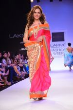 Model walk for Mandira Bedi Show at LFW 2014 Day 2 in Grand Hyatt, Mumbai on 13th March 2014 (59)_53219f98d4432.JPG