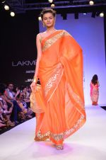 Model walk for Mandira Bedi Show at LFW 2014 Day 2 in Grand Hyatt, Mumbai on 13th March 2014 (62)_53219f9a08ee2.JPG