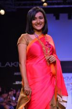 Model walk for Mandira Bedi Show at LFW 2014 Day 2 in Grand Hyatt, Mumbai on 13th March 2014 (77)_53219f9f7a651.JPG
