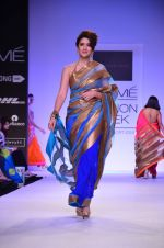 Model walk for Mandira Bedi Show at LFW 2014 Day 2 in Grand Hyatt, Mumbai on 13th March 2014 (82)_53219fa130930.JPG