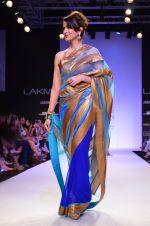 Model walk for Mandira Bedi Show at LFW 2014 Day 2 in Grand Hyatt, Mumbai on 13th March 2014 (87)_53219fa326c5f.JPG
