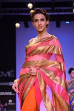Model walk for Mandira Bedi Show at LFW 2014 Day 2 in Grand Hyatt, Mumbai on 13th March 2014 (93)_53219fa579d36.JPG