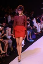 Model walk for Narendra Kumar Ahmed Show at LFW 2014 Day 1 in Grand Hyatt, Mumbai on 12th March 2014 (161)_532180d21a274.JPG