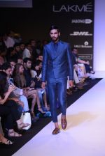 Model walk for Narendra Kumar Ahmed Show at LFW 2014 Day 1 in Grand Hyatt, Mumbai on 12th March 2014 (62)_532180ae00cff.JPG
