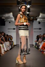 Model walk for Sounia Gohil Show at LFW 2014 Day 1 in Grand Hyatt, Mumbai on 12th March 2014 (125)_532183aa93284.JPG