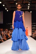 Model walk for Suman Nathwani Show at LFW 2014 Day 2 in Grand Hyatt, Mumbai on 13th March 2014 (101)_53219ff8eb592.JPG