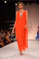 Model walk for Suman Nathwani Show at LFW 2014 Day 2 in Grand Hyatt, Mumbai on 13th March 2014 (102)_53219ff959045.JPG