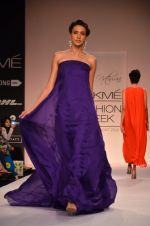 Model walk for Suman Nathwani Show at LFW 2014 Day 2 in Grand Hyatt, Mumbai on 13th March 2014 (105)_53219ffa70684.JPG