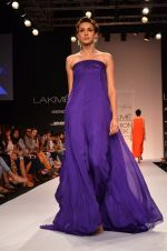 Model walk for Suman Nathwani Show at LFW 2014 Day 2 in Grand Hyatt, Mumbai on 13th March 2014 (107)_53219ffb2e088.JPG