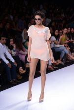 Model walk for Suman Nathwani Show at LFW 2014 Day 2 in Grand Hyatt, Mumbai on 13th March 2014 (17)_53219fd6a44a8.JPG