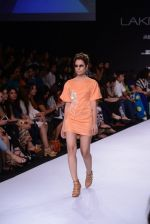 Model walk for Suman Nathwani Show at LFW 2014 Day 2 in Grand Hyatt, Mumbai on 13th March 2014 (18)_53219fd739e47.JPG