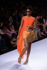 Model walk for Suman Nathwani Show at LFW 2014 Day 2 in Grand Hyatt, Mumbai on 13th March 2014 (26)_53219fdba5983.JPG