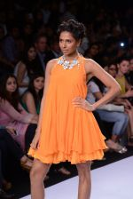 Model walk for Suman Nathwani Show at LFW 2014 Day 2 in Grand Hyatt, Mumbai on 13th March 2014 (28)_53219fdcbc488.JPG