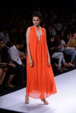 Model walk for Suman Nathwani Show at LFW 2014 Day 2 in Grand Hyatt, Mumbai on 13th March 2014 (32)_53219fde62de9.JPG