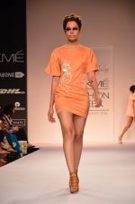 Model walk for Suman Nathwani Show at LFW 2014 Day 2 in Grand Hyatt, Mumbai on 13th March 2014 (68)_53219fec256ac.JPG