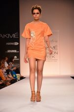 Model walk for Suman Nathwani Show at LFW 2014 Day 2 in Grand Hyatt, Mumbai on 13th March 2014 (69)_53219fec7e355.JPG
