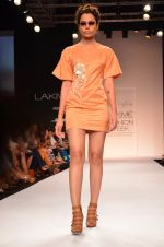 Model walk for Suman Nathwani Show at LFW 2014 Day 2 in Grand Hyatt, Mumbai on 13th March 2014 (71)_53219fed3d292.JPG