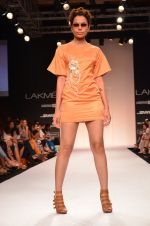 Model walk for Suman Nathwani Show at LFW 2014 Day 2 in Grand Hyatt, Mumbai on 13th March 2014 (72)_53219fed975f7.JPG