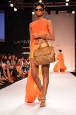Model walk for Suman Nathwani Show at LFW 2014 Day 2 in Grand Hyatt, Mumbai on 13th March 2014 (84)_53219ff21dc31.JPG