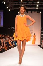 Model walk for Suman Nathwani Show at LFW 2014 Day 2 in Grand Hyatt, Mumbai on 13th March 2014 (93)_53219ff5a4793.JPG