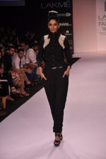Model walk for VERB Show at LFW 2014 Day 2 in Grand Hyatt, Mumbai on 13th March 2014 (18)_53219ff49cf60.JPG