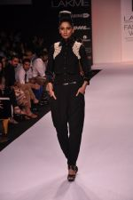 Model walk for VERB Show at LFW 2014 Day 2 in Grand Hyatt, Mumbai on 13th March 2014 (19)_53219ff50af87.JPG