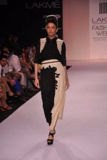 Model walk for VERB Show at LFW 2014 Day 2 in Grand Hyatt, Mumbai on 13th March 2014 (8)_53219ff0c5811.JPG