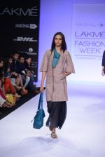 Model walk for Vaishali S Show at LFW 2014 Day 1 in Grand Hyatt, Mumbai on 12th March 2014 (70)_532180309bc54.JPG