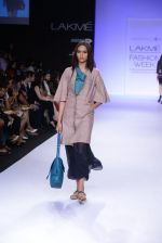 Model walk for Vaishali S Show at LFW 2014 Day 1 in Grand Hyatt, Mumbai on 12th March 2014 (72)_5321803156653.JPG