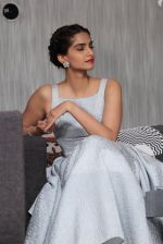 Sonam Kapoor at Bewakoofiyaan press meet in YRF, Mumbai on 12th March 2014 (79)_532188b6cd040.JPG