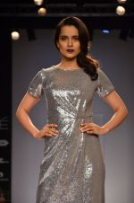 Kangana Ranaut walk for Dorothy Perkins Show at LFW 2014 Day 2 in Grand Hyatt, Mumbai on 13th March 2014 (10)_53229ca848666.JPG