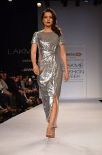 Kangana Ranaut walk for Dorothy Perkins Show at LFW 2014 Day 2 in Grand Hyatt, Mumbai on 13th March 2014 (7)_53229c7899a7a.JPG