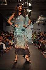 Karishma Tanna walk for Love From India Show at LFW 2014 Day 2 in Grand Hyatt, Mumbai on 13th March 2014 (11)_532268f4c781c.JPG