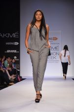 Model walk for Dorothy Perkins Show at LFW 2014 Day 2 in Grand Hyatt, Mumbai on 13th March 2014 (100)_53229cbca9491.JPG