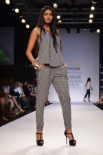 Model walk for Dorothy Perkins Show at LFW 2014 Day 2 in Grand Hyatt, Mumbai on 13th March 2014 (101)_53229cbd17cea.JPG