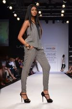 Model walk for Dorothy Perkins Show at LFW 2014 Day 2 in Grand Hyatt, Mumbai on 13th March 2014 (102)_53229cbd7e262.JPG