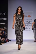 Model walk for Dorothy Perkins Show at LFW 2014 Day 2 in Grand Hyatt, Mumbai on 13th March 2014 (103)_53229cbdd58e6.JPG