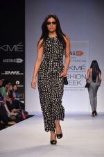 Model walk for Dorothy Perkins Show at LFW 2014 Day 2 in Grand Hyatt, Mumbai on 13th March 2014 (104)_53229cbe3d0a5.JPG