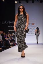 Model walk for Dorothy Perkins Show at LFW 2014 Day 2 in Grand Hyatt, Mumbai on 13th March 2014 (105)_53229cbe9855b.JPG