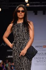 Model walk for Dorothy Perkins Show at LFW 2014 Day 2 in Grand Hyatt, Mumbai on 13th March 2014 (106)_53229cbf0f83c.JPG