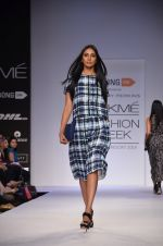 Model walk for Dorothy Perkins Show at LFW 2014 Day 2 in Grand Hyatt, Mumbai on 13th March 2014 (108)_53229cbfce82f.JPG