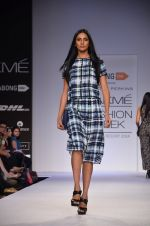 Model walk for Dorothy Perkins Show at LFW 2014 Day 2 in Grand Hyatt, Mumbai on 13th March 2014 (109)_53229cc033e90.JPG
